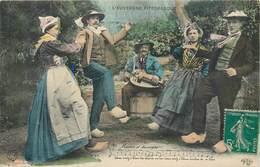 CPA 63 Puy De Dome AUVERGNE TYPE AUVERGNAT Costume Danses Bourrée Lot 3 Cartes Dont 2 Neuves Folklore - Auvergne Types D'Auvergne