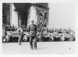 PIE-RO-18-7560 : PHOTO FORMAT 6 CM X 9 CM. LIBERATION DE PARIS. MATERIEL MILITAIRE. CAMION. - Guerre, Militaire
