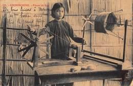 Cochinchine - Fileuse De Soie (pli Milieu Carte) - Cartes Postales