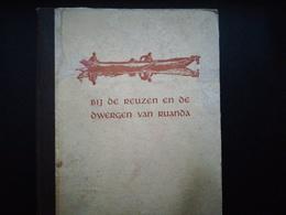 """GESCHIEDENIS RUANDA RWANDA COLONIE BELGIË """" BIJ DE REUZEN EN DE DWERGEN VAN RUANDA"""" OUD BOEK  JARIG 1947 - Histoire"""