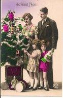 L15H003 - Joyeux Noël - Famille Autour Du Sapin - Dédé N°1796 - Christmas