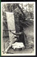 AFRIQUE  - TISSAGE DE TAPIS - - Artisanat