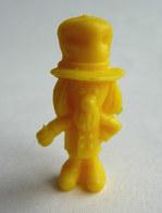 TRES RARE FIGURINE ORTF MANEGE ENCHANTE - MAGIC ROUNDABOUT - PIRATE RES PLASTIC - BONHOMME JOUVENCE JAUNE (2) Pas DUNKIN - Figurines