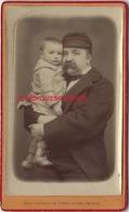 CDV Joli Moment De Tendresse D'un Papa Et De Son Bébé-photo Léon Caron à Amiens - Anciennes (Av. 1900)