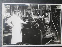 Photo De Personne Travaillant En Usine  Avant Guerre Dim 12cm X 17cm TB - Personnes Anonymes