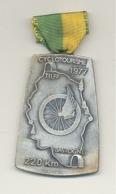 Médaille Avec Ruban Et épingle - TILFF - BASTOGNE - TILFF 1977 - Cyclotourisme, Cycliste, Vélo (b241) - Cyclisme