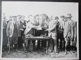 Photo Concours De Peche D Issy Les Moulineaux Avant Guerre Mai 1934 Dim 18cm X 24cm TB - Personnes Anonymes