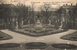 BELGIQUE - BRUXELLES - Square Du Petit Sablon, Rue De La Régence. (architecte Beyaert (n°61). - Places, Squares