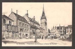- 13 AUXERRE (89 Yonne) Place De La Bibliothèque Et Statue De Fourier - Auxerre