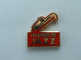 Pin's LES GENIES DU JAZZ - SAXOPHONE - EMAIL - Music