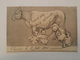 Enfant - Humoristique - Humour - Enfants Branchés Aux Pies De La Vache - Montage Photo - Cartes Humoristiques