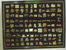 TABLEAU De 108 PIN'S Tous Différents Avec Attaches - Badges