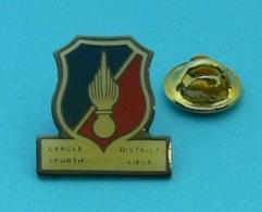 1 PIN'S //  ** CERCLE SPORTIF / DISTRICT LIÈGE / BELGIQUE ** - Police