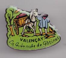 Pin's Valençay La Guérouée De Gâtines Payson Avec Cheval Tirant Une Charette Réf 7916JL - Cities