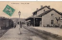 48. MARVEJOLS . CPA. LA GARE. ANIMATION ET TRAIN EN GARE. ANNEE 1908 - Marvejols