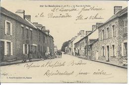 LA BOUEXIERE - La Rue De La Poste - Autres Communes