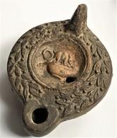 Lampe à Huile Romaine Superbement Décoré - Archéologie