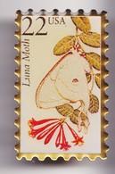 Pin's En Forme De Timbre Luna Moth Papillon Réf 7775JL - Animaux