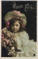 """Enfant Au Chapeau - Rose Dans Les Cheveux - """" Bonne Fête """" - Mode"""