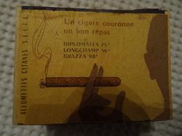 BOITE D'ALLUMETTES VIDE - COMPLETE - GRATTOIR NON UTILISE - ALLUMETTES GITANES - UN CIGARE COURONNE UN BON REPAS - Zündholzschachteln