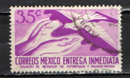 MESSICO - 1956 - MANI E COLOMBA - USATO - Messico