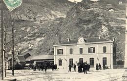 Moutiers-Salins  73    La Gare  Et La Place Tres Animée - Moutiers