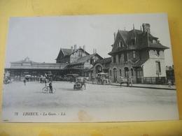 L11 4635 CPA - 14 LISIEUX. LA GARE - ANIMATION. AUTOS. ATTELAGES - Gares - Sans Trains
