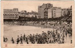 41ke 335 CPA - BIARRITZ - - L'HEURE DU BAIN A LA GRANDE PLAGE - Biarritz