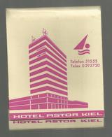 Pochette D'allumettes , 10.5 X 8.5, Grand Format, Hotel ASTOR ,KIEL ,Allemagne , Compléte, 3 Scans , Frais Fr 1.45 E - Matchboxes