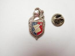 Beau Pin's En Relief , Armée Militaire , Blason Gendarmerie , Signé Ballard - Army