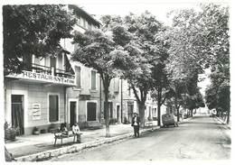 Cpsm Reillanne - Le Cours ( Citroën 2 Cv Postes ) - Otros Municipios