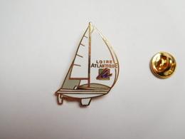 Beau Pin's En EGF , Marine Bateau Voilier , Loire Atlantique , Signé Marc Potiron - Barcos