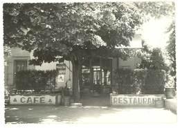 Cpsm Reillanne - En Provence Dans La Ville De R. ( Café Restaurant, Pub Byrrh, Bière Phénix ) - France