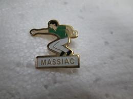 PIN'S    PETANQUE   MASSIAC - Bowls - Pétanque