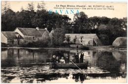 22 PLEMET - Chateau Ude Launay-Guen - Une Partie Du Canot Sur L'étang - Francia