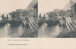 CHINE - LE PORT FLUVIAL DE TCHONG KING (LES VOYAGES DE GERVAIS COURTELLEMONT) - Cartes Stéréoscopiques