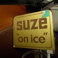 PLAQUE METALLIQUE Sur Support De Bar Complet Doseur Marque : SUZE - Alcools