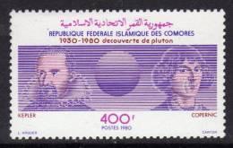 Comores N° 331 X 50ème Anniversaire De La Découverte De La Planète  Pluton Trace De Charnière Sinon TB - Comores (1975-...)