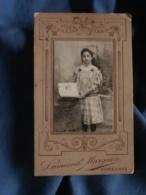 Photo CDV  Dumesnil Marguin à Vincennes  Fillette Avec Un Grand Livre  Après 1900 - L403B - Personnes Anonymes