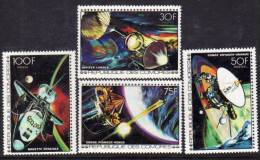 Comores N° 204 / 07 X  Vols Dans Le Cosmos Les 4 Valeurs   Trace De Charnière Sinon TB - Comores (1975-...)