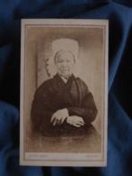 Photo CDV Vivot à Amiens - Femme En Buste Coiffe Régionale Circa 1870-75 L404 - Photos