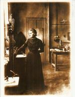 Marie Curie Dans Son Laboratoire En 1913, Carte Adressée Andorra, Avec Timbre à Date Arrivée - Prix Nobel