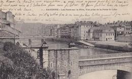 64. BAYONNE. CPA . LES PONTS SUR LA NIVE . VUE PRISE DE LA PORTE ST LEON . ANNEE 1905 - Bayonne