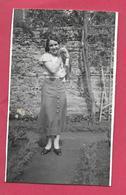 Ancienne PHOTO 10 X 6 Cm...FEMME En JUPE Longue Avec Son CHAT, PIN UP - Pin-up