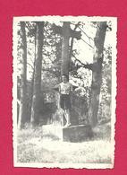 Ancienne PHOTO 8,5 X 6 Cm...FEMME En SHORT Au CALVAIRE, PIN UP - Pin-up