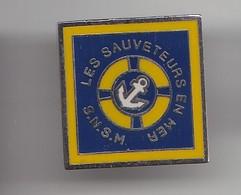 Pin's SNSM Les Sauveteurs En Mer La Rochelle  En Charente Maritime Dpt 17   Réf 6421 - Cities