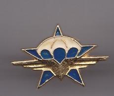 Pin's Armée  Parachutiste Réf 6620 - Militaria
