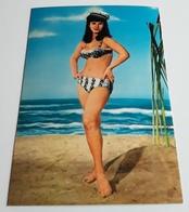 Beach Pin-Up Girl, Junge Frau Im Bikini Am Strand, Sexy Girl, Jeune Femme, Alte FotoPostkarte Vom KRÜGER-Verlag, Ak0064 - Pin-Ups