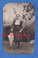 CPA Photo - Beau Portrait D'une Petite Fille , Coiffe & Folklore à Identifier - Juin 1914 - Enfant Girl Parapluie Mode - Costumi