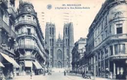 BRUXELLES - L'Eglise Et La Rue Sainte-Gudule - Lanen, Boulevards